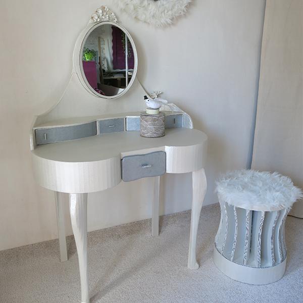 Création d'ambiance : assortiment de différents mobiliers